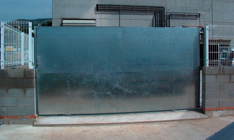 Puertas correderas de hierro marco d hierro para - Pintar puerta galvanizada ...