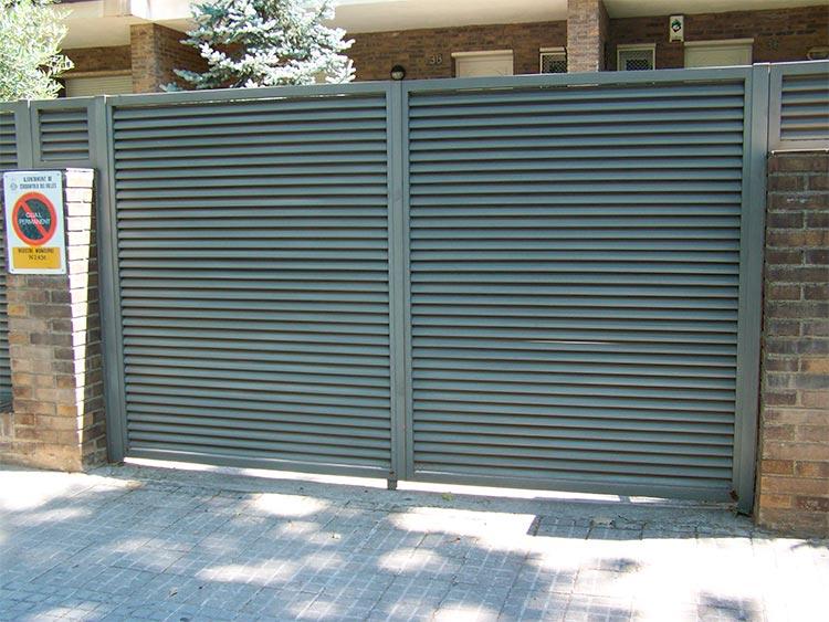 Puertas de lamas venecianas tecnivall - Puerta de lamas ...