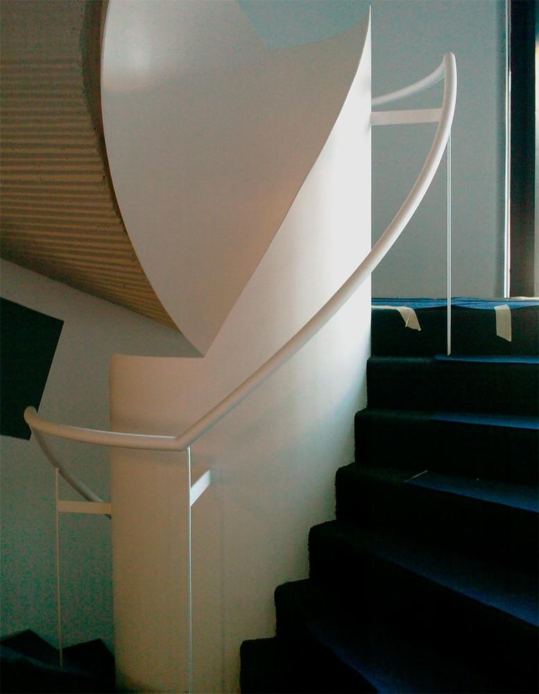 fabricacin de distintos tipos de escaleras en hierro rectas o curvas tanto interiores como exteriores y con distintos niveles segn las necesidades del
