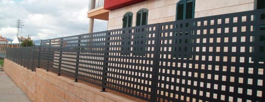 Vallas de chapa perforada tecnivall for Vallas decorativas